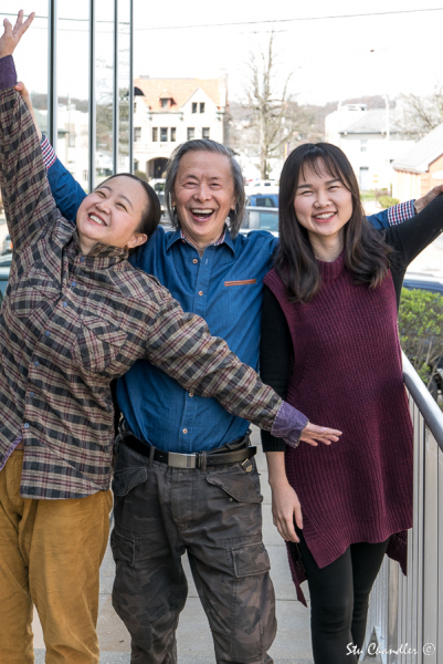 Huang Xiang with wife and niece